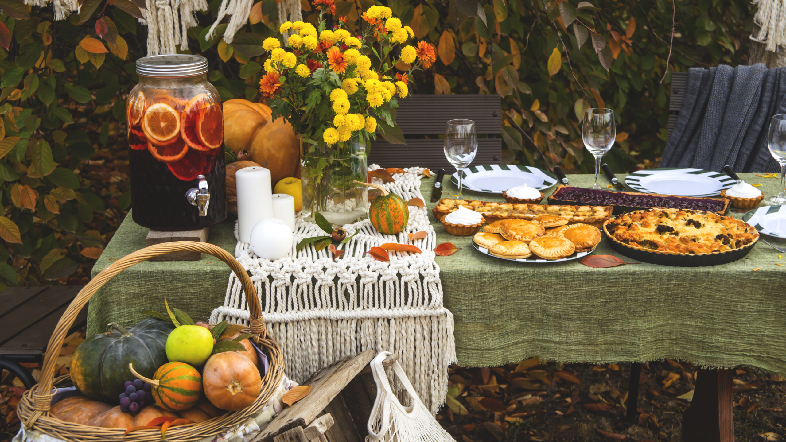 festive fall outdoor dining