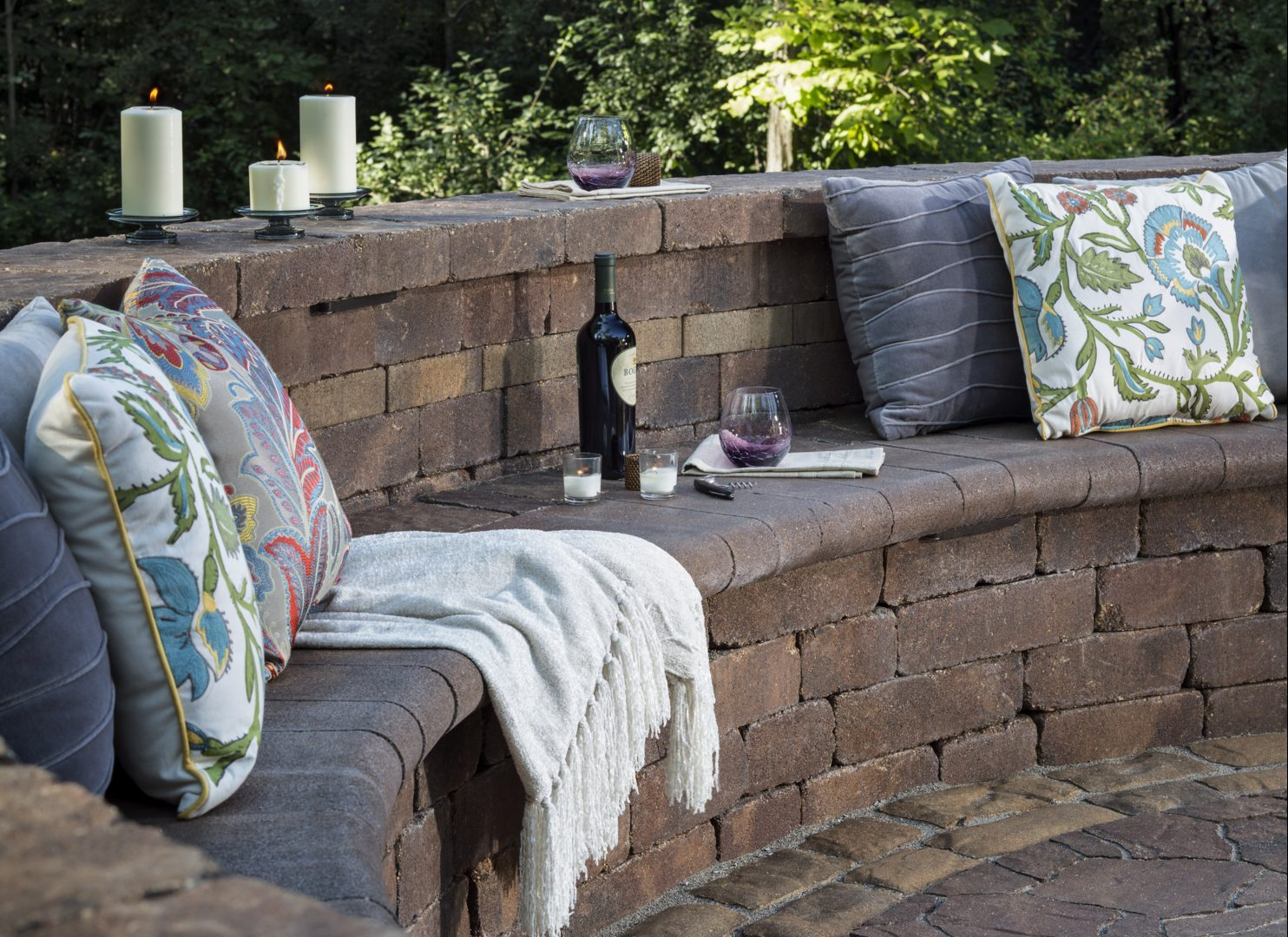 outdoor cozy blankets and throw pillows